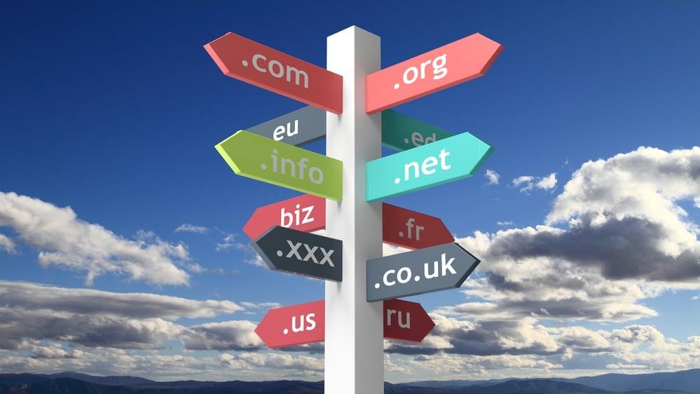Domena internetowa – poradnik jak zarejestrować iustawić domenę